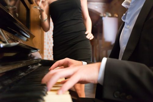 The Best Dueling Piano Bars in Las Vegas