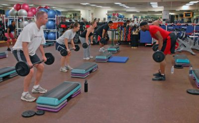 Weight lifting training with a group and trainer