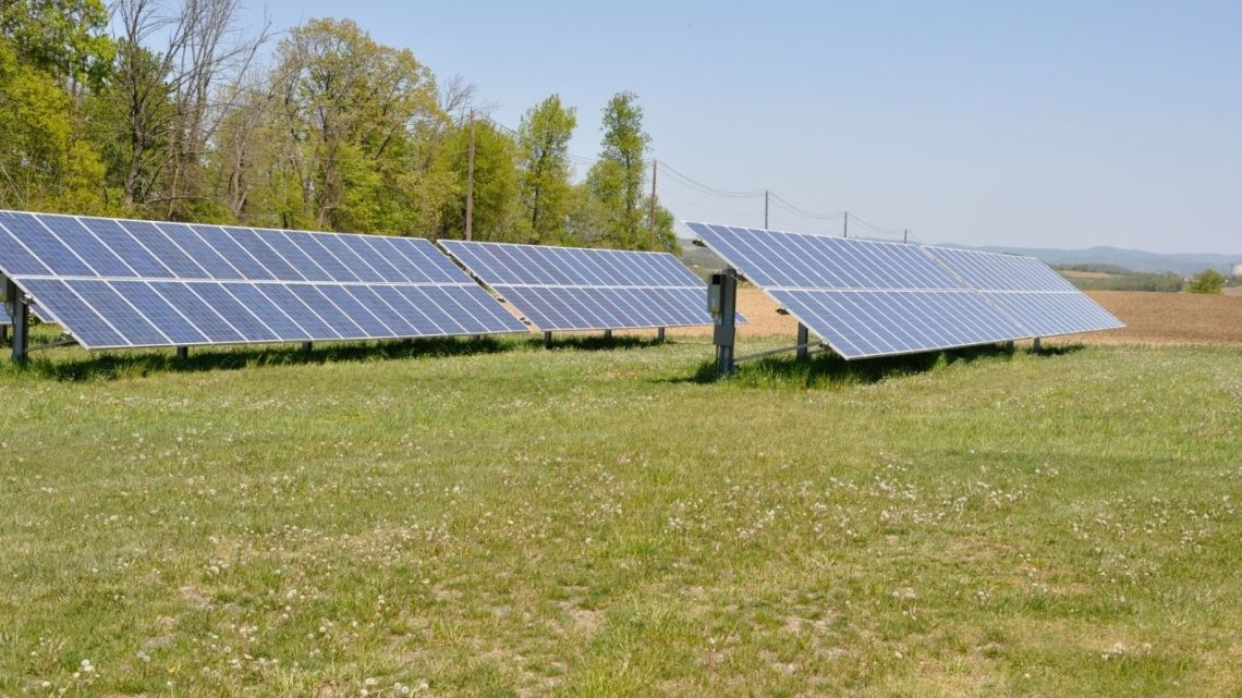 For many homeowners and businesses, ground-mounted solar panels can be more efficient, easier to care for, and more productive than their roof-dwelling counterparts.