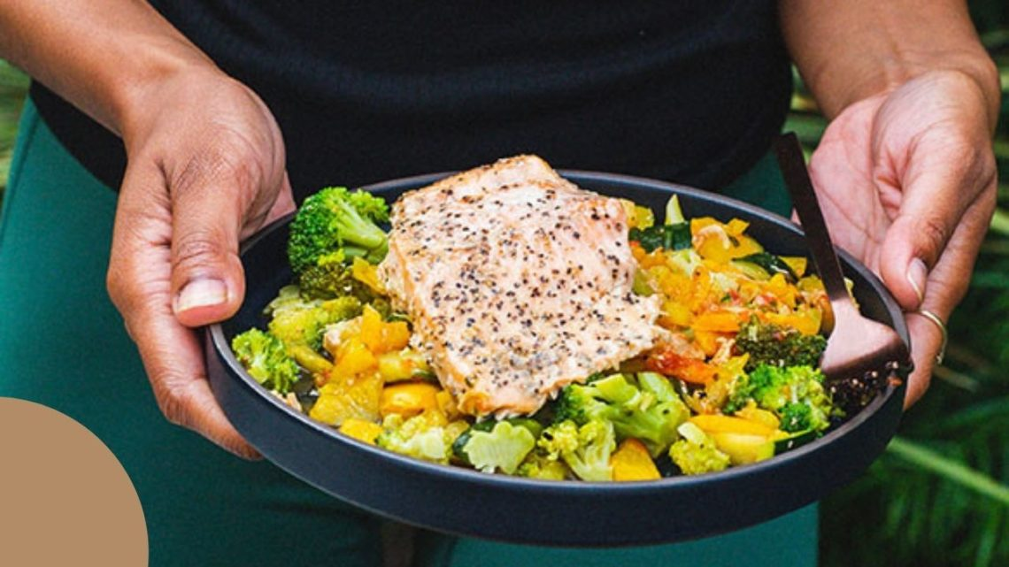 Chef-prepared meals delivered to your door are the specialty of Fresh n' Lean, which offers a range of healthy meal plans that are nutrient-dense, gluten-free, and never frozen.