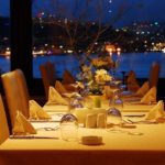 The following list offers a number of great options where you can dine with the best views in Las Vegas so that you can enjoy your meal and have fun!
