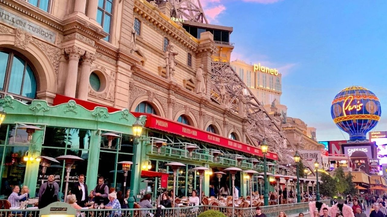 Located within Paris Casino, Mon Ami Gabi offers a great way to relax and enjoy scrumptious food and drinks while you take in fabulous views of The Strip below. You can choose from dishes like chicken breast, steak frites, escargot, and more!