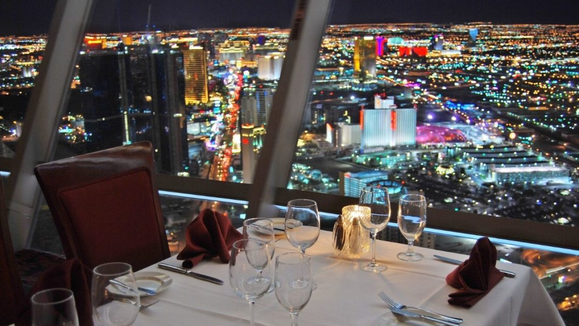 Another great restaurant with breathtaking views of Las Vegas is Top of The World. Located at the peak of this famous tower, it's an excellent place to enjoy a delicious meal while soaking in the view from a whopping 1,149 feet above the ground! You can choose from some mouth-watering dishes like steak and seafood!