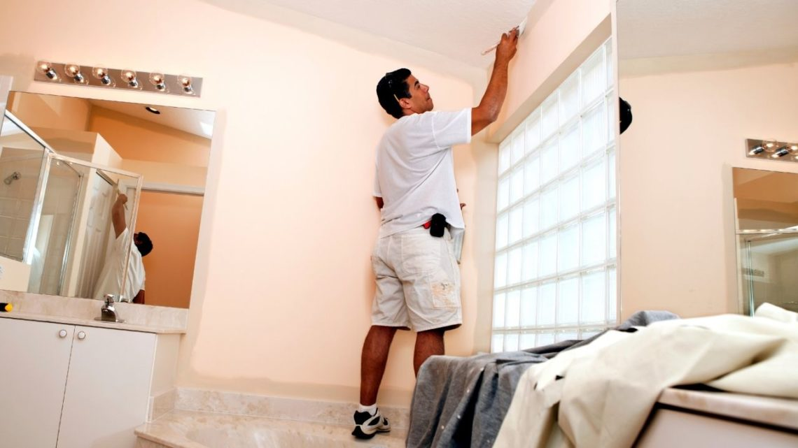 Before understanding what paint is best for your bathroom walls or ceilings (or even outside!), you must first understand the 3 best types.